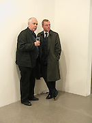 Howard Hodgkin and ? Richard Artschwager opening, Gagosian Gallery, 25 February 2003. © Copyright Photograph by Dafydd Jones 66 Stockwell Park Rd. London SW9 0DA Tel 020 7733 0108 www.dafjones.com