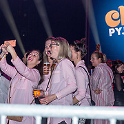 NLD/Amsterdam/20191115 - Chantals Pyjama Party in Ziggo Dome, bezoekers verkleed in pyama's