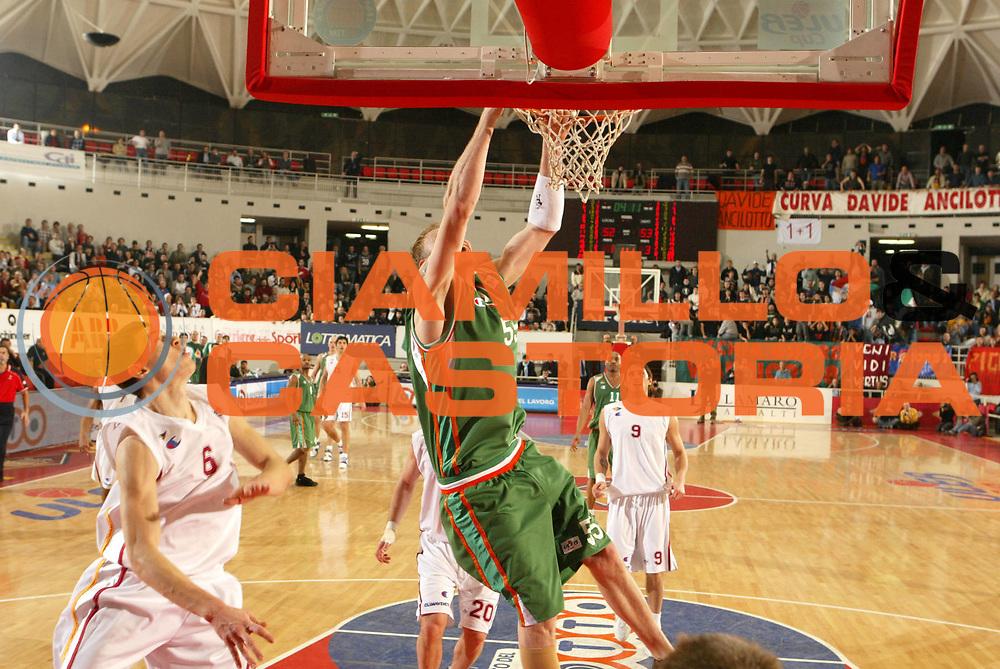 DESCRIZIONE : Roma Uleb Cup 2005-06 Lottomatica Virtus Roma Unics Kazan <br /> GIOCATORE : Meshcharakou <br /> SQUADRA : Unics Kazan <br /> EVENTO : Uleb Cup 2005-2006 <br /> GARA : Lottomatica Virtus Roma Unics Kazan <br /> DATA : 31/01/2006 <br /> CATEGORIA : Schiacciata <br /> SPORT : Pallacanestro <br /> AUTORE : Agenzia Ciamillo-Castoria/G.Ciamillo