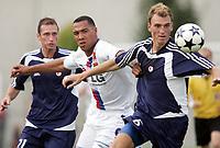 Fotball<br /> Frankrike 2005/2006<br /> 10.07.2005<br /> Olympique Lyon v Slavia Praha<br /> Foto: Dppi/Digitalsport<br /> NORWAY ONLY<br /> <br /> JOHN CAREW (LYON) / MARTIN LATKA (SLA)
