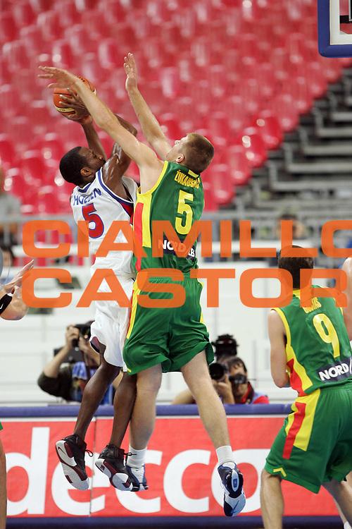 DESCRIZIONE : Belgrado Belgrade Eurobasket Men 2005 Lituania-Russia<br /> GIOCATORE : Holden<br /> SQUADRA : Russia<br /> EVENTO : Eurobasket Men 2005 Campionati Europei Uomini 2005<br /> GARA : Lituania Russia Lithuania Russia<br /> DATA : 23/09/2005<br /> CATEGORIA :<br /> SPORT : Pallacanestro<br /> AUTORE : Ciamillo&amp;Castoria/Fiba Europe Pool