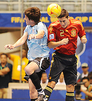 Fussball  International  FIFA  FUTSAL WM 2008   09.10.2008 Vorrunde Gruppe D Spain - Uruguay Spanien - Uruguay Diego GARRIDO (li, URU) gegen Pablo LANZA (ESP).