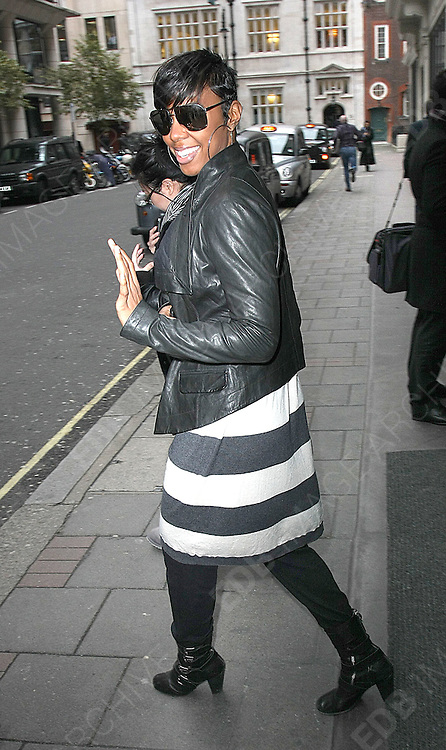 28.JANUARY.2011. LONDON<br /> <br /> SINGER KELLY ROWLAND OUT AND ABOUT IN LONDON. LATER IN THE EVENING KELLY ATTENDED THE MTV STAYING ALIVE FUNDRAISER AT THE WESTBERRY HOTEL IN LONDON<br /> <br /> BYLINE: EDBIMAGEARCHIVE.COM<br /> <br /> *THIS IMAGE IS STRICTLY FOR UK NEWSPAPERS AND MAGAZINES ONLY*<br /> *FOR WORLD WIDE SALES AND WEB USE PLEASE CONTACT EDBIMAGEARCHIVE - 0208 954 5968*