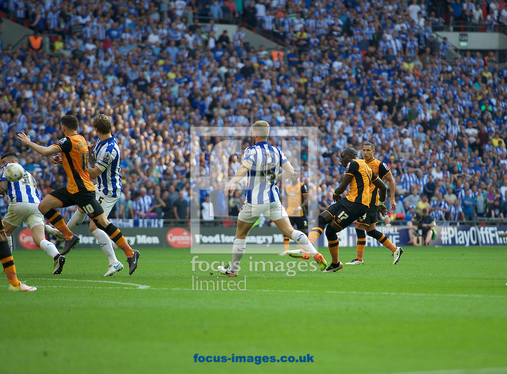 Mohamed Diame of Hull City scores the opening goal during the Sky Bet Championship Play-off Final at Wembley Stadium, London<br /> Picture by Alan Stanford/Focus Images Ltd +44 7915 056117<br /> 28/05/2016