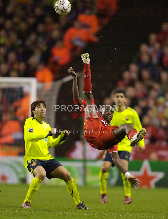 Liverpool, England - Tuesday, March 6, 2007: Liverpool's Mohamed Sissoko and FC Barcelona's Deco during the UEFA Champions League First Knockout Round 2nd Leg at Anfield. (Pic by David Rawcliffe/Propaganda)
