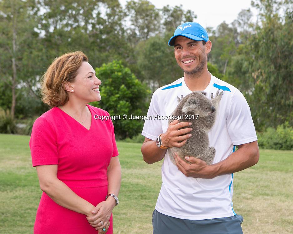 RAFAEL NADAL (ESP) und Deputy Premier Jackie Trad bei  einem Fototermin mit Koala<br /> <br /> Tennis - Brisbane International  2017 - ATP -  Pat Rafter Arena - Brisbane - QLD - Australia  - 2 January 2017. <br /> &copy; Juergen Hasenkopf
