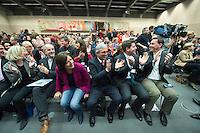 11 FEB 2017, BERLIN/GERMANY:<br /> Teilnehmer der Sitzung applaudieren beim Betreten des Saales durch Steinmeier, 3.v.L. Malu Dreyer, SPD, Ministerpraesidentin Rheinland-Pfalz, vor Beginn der SPD Fraktionssitzung am Vortag der Bundesversammlung, Reichstagsgebaeude, Deutscher Bundestag<br /> IMAGE: 20170211-02-006