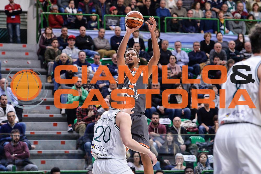 Petr Cornelie<br /> Banco di Sardegna Dinamo Sassari - Le Mans Sarthe<br /> FIBA Basketball Champions League 2016/2017<br /> Ottavi di Finale<br /> Sassari 01/03/2017<br /> Foto Ciamillo-Castoria