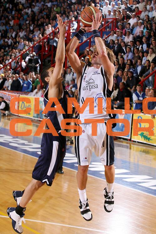 DESCRIZIONE : Napoli Lega A1 2005-06 Play Off Semifinale Gara 2 Carpisa Napoli Climamio Fortitudo Bologna <br /> GIOCATORE : Stefansson <br /> SQUADRA : Carpisa Napoli <br /> EVENTO : Campionato Lega A1 2005-2006 Play Off Semifinale Gara 2 <br /> GARA : Carpisa Napoli Climamio Fortitudo Bologna <br /> DATA : 04/06/2006 <br /> CATEGORIA : Tiro <br /> SPORT : Pallacanestro <br /> AUTORE : Agenzia Ciamillo-Castoria/G.Ciamillo