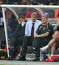 PARIS, FRANCE - WEDNESDAY, MAY 17th, 2006: Arsenal's manager Arsene Wenger watches from the bench against FC Barcelona during the UEFA Champions League Final at the Stade de France. (Pic by David Rawcliffe/Propaganda)