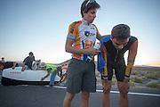 Sebastiaan Bowier wordt door Niels ondersteund na zijn laatste race van de WHPSC. In de buurt van Battle Mountain, Nevada, strijden van 10 tot en met 15 september 2012 verschillende teams om het wereldrecord fietsen tijdens de World Human Powered Speed Challenge. Het huidige record is 133 km/h.<br /> <br /> Sebastiaan Bowier is supported by Niels after his last race of the WHPSC. Near Battle Mountain, Nevada, several teams are trying to set a new world record cycling at the World Human Powered Vehicle Speed Challenge from Sept. 10th till Sept. 15th. The current record is 133 km/h.