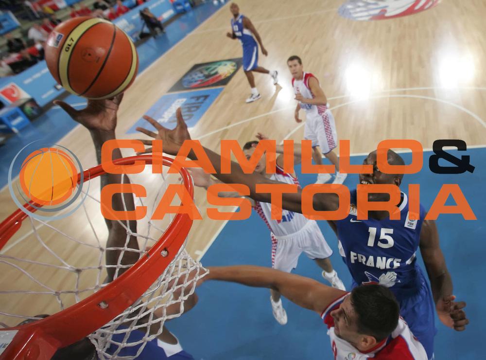 DESCRIZIONE : Bydgoszcz Poland Polonia Eurobasket Men 2009 Qualifying Round Croazia Francia Croatia France<br /> GIOCATORE : Ali Traore<br /> SQUADRA : Francia France<br /> EVENTO : Eurobasket Men 2009<br /> GARA : Croazia Francia Croatia France<br /> DATA : 13/09/2009 <br /> CATEGORIA :<br /> SPORT : Pallacanestro <br /> AUTORE : Agenzia Ciamillo-Castoria/A.Vlachos<br /> Galleria : Eurobasket Men 2009 <br /> Fotonotizia : Bydgoszcz Poland Polonia Eurobasket Men 2009 Qualifying Round Croazia Francia Croatia France<br /> Predefinita :