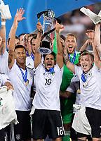 Fussball  International U 21 Europameisterschaft 2017 in Krakau 30.06.2017 Finale Deutschland - Spanien JUBEL Deutschland; Davie Selke, Nadiem Amiri mit EM Pokal und Max Meyer (v.li.)