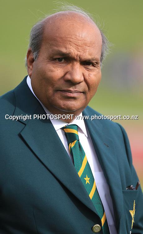 Pakistan Manager Intikhab Alam. New Zealand Black Caps v Pakistan, Match 2. Twenty 20 Cricket match at Seddon Park, Hamilton, New Zealand. Tuesday 28 December 2010. Photo: Andrew Cornaga/photosport.co.nz