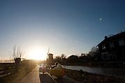 Ruim 100 velomobielen doen mee aan de jaarlijkse oliebollentocht. Ieder jaar wordt op 28 december de fietstocht gehouden en ieder jaar neemt het aantal deelnemers toe. Dit jaar werd de tocht in de omgeving Utrecht gehouden. Bij het Domplein in Utrecht gaf de wethouder het officiële startschot en werd een groepsfoto gemaakt