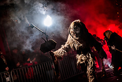 05.12.2017, Kaprun, AUT, Pinzgauer Krampustage im Bild ein als Krampus verkleidetes Mitglied einer Krampusgruppe beim Krampusumzug // A man dressed as a devil performs during a Krampus show. Krampus is a mythical creature that, according to legend, accompanies Saint Nicholas during the festive season. Instead of giving gifts to good children, he punishes the bad ones, Kaprun, Austria on 2017/12/05. EXPA Pictures © 2017, PhotoCredit: EXPA/ JFK