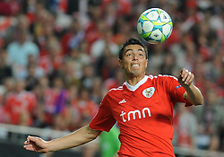 27.03.2012, Estadio da Luz, Lissabon, POR, UEFA CL, Viertelfinal-Hinspiel, Benfica Lissabon (POR) vs FC Chelsea (ENG), im Bild Benfica's Oscar Cardozo, from Paraguay heads the ball // during the UEFA Champions League Quarter-final first leg Match between Benfica Lissabon (POR) and FC Chelsea (ENG) at Estadio da Luz, Lisbon, Portugal on 2012/03/27. EXPA Pictures © 2012, PhotoCredit: EXPA/ Newspix/ Cityfiles..***** ATTENTION - for AUT, SLO, CRO, SRB, SUI and SWE only *****