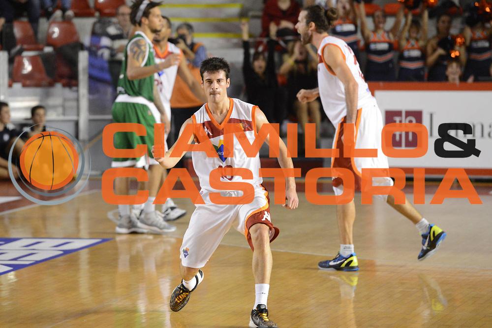 DESCRIZIONE : Roma Lega A 2012-13 Acea Roma Montepaschi Siena <br /> GIOCATORE : Lorenzo D'Ercole<br /> CATEGORIA : esultanza<br /> SQUADRA : Acea Roma<br /> EVENTO : Campionato Lega A 2012-2013 <br /> GARA : Acea Roma Montepaschi Siena <br /> DATA : 12/11/2012<br /> SPORT : Pallacanestro <br /> AUTORE : Agenzia Ciamillo-Castoria/GiulioCiamillo<br /> Galleria : Lega Basket A 2012-2013  <br /> Fotonotizia :  Roma Lega A 2012-13 Acea Roma Montepaschi Siena <br /> Predefinita :