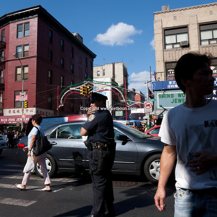 New York . chinatown. street life in  canal street , New York, Manhattan - United states / scenes de rues dans Chinatown et canal street,