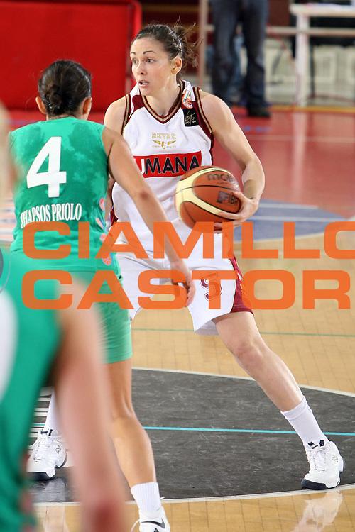 DESCRIZIONE : Roma Lega A1 Femminile 2008-09 Prima giornata Campionato Acer Erg Priolo Umana Reyer Venezia <br /> GIOCATORE : Licia Corradini<br /> SQUADRA : Umana Reyer Venezia<br /> EVENTO : Campionato Lega A1 Femminile 2008-2009 <br /> GARA : Acer Erg Priolo Umana Reyer Venezia<br /> DATA : 11/10/2008 <br /> CATEGORIA : palleggio<br /> SPORT : Pallacanestro <br /> AUTORE : Agenzia Ciamillo-Castoria/E.Castoria