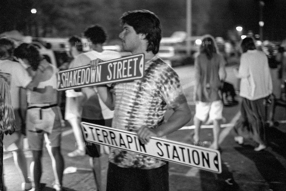 Maybe sell a Sign or Two? At Shakedown Street after the Show. The Grateful Deads second night at Pine Knob Music Theatre, Clarkston, MI on 20 June 1991