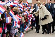 9-3-2015 Capelle a/d IJssel - Koningin M&aacute;xima geeft maandagochtend 9 maart het startsein voor de vijfde editie van de Week van het geld op de basisschool OBS West in Capelle a/d IJssel. Voorafgaand woont zij samen met staatssecretaris Dekker van Onderwijs, Cultuur en Wetenschap enkele gastlessen bij op de school en spreekt zij met leerlingen en docenten over het belang van leren omgaan met geld. COPYRIGHT ROBIN UTRECHT<br /> 9-3-2015 Capelle a / d IJssel - Queen Maxima starts on Monday March 9 launched the fifth edition of Money Week in primary OBS West Capelle a / d IJssel. Before she speaks with Dekker Secretary of Education, Culture and Science few guest lectures at the school and she speaks with students and teachers about the importance of learning how to manage money. COPYRIGHT ROBIN UTRECHT