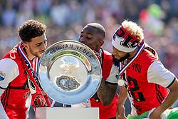 14-05-2017 NED: Kampioenswedstrijd Feyenoord - Heracles Almelo, Rotterdam<br /> In een uitverkochte Kuip pakt Feyenoord met een 3-1 overwinning het landskampioenschap / /De schaal, Eljero Elia #11, Bilal Basacıkoglu #14, Tonny Vilhena #10