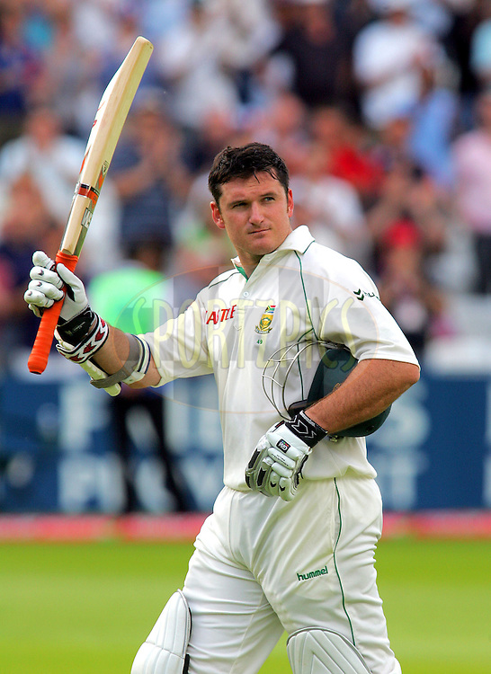 Photo © ANDREW FOSKER / Sportzpics 2008  - Graeme Smith raises his bat to the crowd's applause as he leaves the field dismissed  for 107 - the wicket falling to James  Anderson with the new ball caught by Kevin Pietersen -  England v South Africa - 13/07/08 - First nPower Test Match Day 4 - Lord's Cricket Ground -  London -  All rights reserved