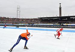 10-03-2018 SCHAATSEN: WORLD ALLROUND SPEEDSKATING CHAMPIONSHIPS AMSTERDAM<br /> Marcel Bosker en rechts Jan Szymanski (POL) <br /> <br /> Foto: Soenar Chamid