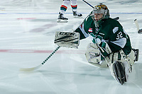 KELOWNA, CANADA - FEBRUARY 2:  Dustin Wolf #32 of the Everett Silvertips stretches on the ice during warm up against the Kelowna Rockets on FEBRUARY 2, 2018 at Prospera Place in Kelowna, British Columbia, Canada.  (Photo by Marissa Baecker/Shoot the Breeze)  *** Local Caption ***