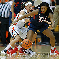 Oregon State's Gabriella Hanson, left, and Arizona's Farrin Bell go after a loose ball in the second half of an NCAA college basketball game in Corvallis, Ore., on Friday, Jan. 29, 2016. Oregon State won 71-43. (AP Photo/Timothy J. Gonzalez)