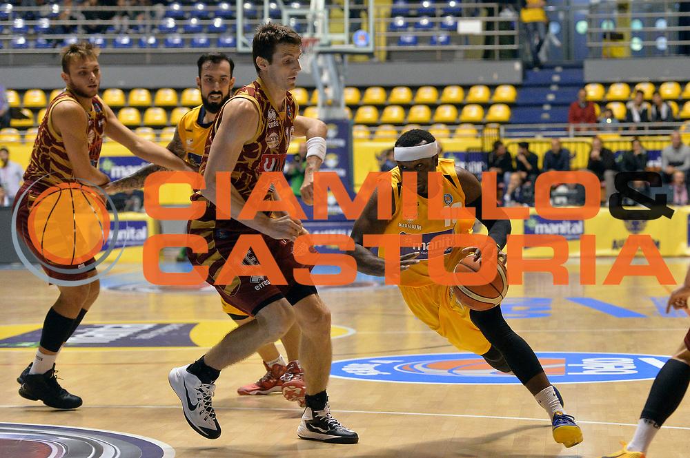 DESCRIZIONE : Torino Lega A 2015-2016 Manital Torino Umana Venezia<br /> GIOCATORE : Dawan Robinson<br /> CATEGORIA : palleggio penetrazione<br /> SQUADRA : Manital Torino<br /> EVENTO : Campionato Lega A 2015-2016<br /> GARA : Manital Torino Umana Venezia<br /> DATA : 18/10/2015<br /> SPORT : Pallacanestro<br /> AUTORE : Agenzia Ciamillo-Castoria/Max.Ceretti<br /> GALLERIA : Lega Basket A 2014-2015<br /> FOTONOTIZIA : Torino Lega A 2015-2016 Manital Torino Umana Venezia<br /> PREDEFINITA :