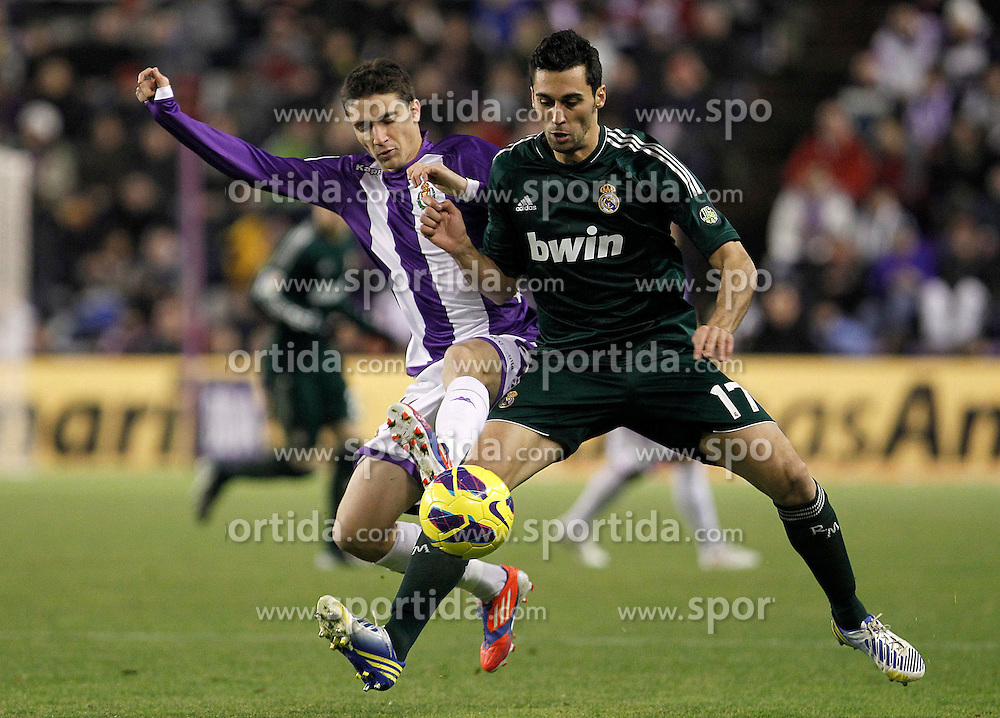 08.12.2012, Estadio Jose Zorrilla, Valladolid, ESP, Primera Division, Real Valladolid vs Real Madrid, 15. Runde, im Bild Real Valladolid's Omar Ramos (l) and Real Madrid's Alvaro Arbeloa // during the Spanish Primera Division 15th round match between Real Valladolid CF and Real Madrid CF at the Estadio Jose Zorrilla, Valladolid, Spain on 2012/12/08. EXPA Pictures © 2012, PhotoCredit: EXPA/ Alterphotos/ Acero..***** ATTENTION - OUT OF ESP and SUI *****