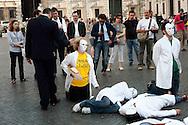 Roma,10 Giugno 2010.Manifestazione dei lavoratori  dell' ISPRA mettono in scena 'Non Sparate alla Ricerca' a piazza Navona..Rome, 10 June 2010 .Demonstration of the workers of the ISPRA, they put in scene 'Not you Shoot to the Search' to Navona plaza