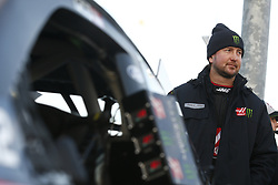 October 19, 2018 - Kansas City, Kansas, United States of America - Kurt Busch (41) hangs out on pit road prior to qualifying for the Hollywood Casino 400 at Kansas Speedway in Kansas City, Kansas. (Credit Image: © Justin R. Noe Asp Inc/ASP via ZUMA Wire)