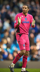 MANCHESTER, ENGLAND - Sunday, January 31, 2010: Former Manchester City player Portsmouth's David James applauds the fans after his side's 2-0 defeat during the Premiership match at the City of Manchester Stadium. (Photo by David Rawcliffe/Propaganda)