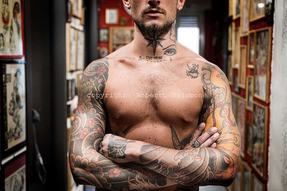 Napoli, Italia - Giorgio Chirico, ha tatuaggi di vari stili su tutto il corpo.<br /> Ph. Roberto Salomone