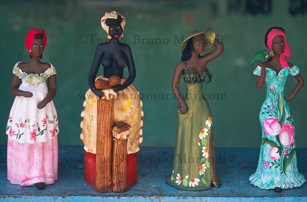 Venezuela, Etat Aragua, Parc Henri Pittier, ville de Choroni, poupee en terre cuite. // Venezuela, Aragua state, clay figurine.