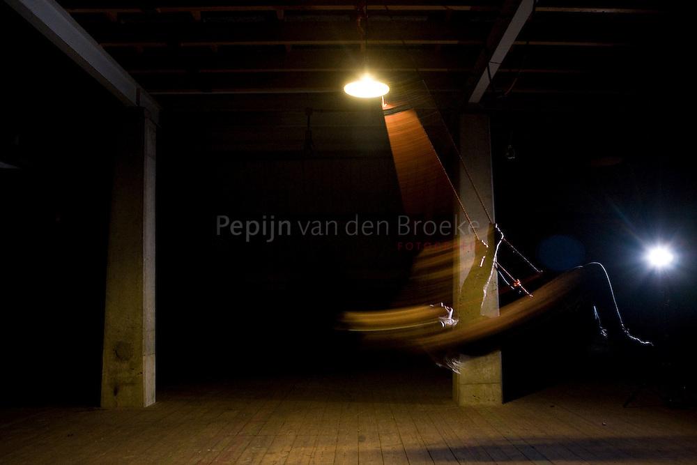 sounddish. rauw, een expositie van irene wiersma. op de foto: loes faber .foto: Pepijn van den Broeke