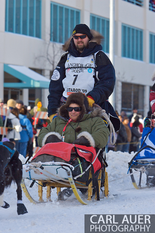 March 7th, 2009:  Anchorage, Alaska:  Warren Palfrey of Yellowknife, Northwest Territories, Canada makes his way down 4th Avenue during the start of the 2009 Iditarod.