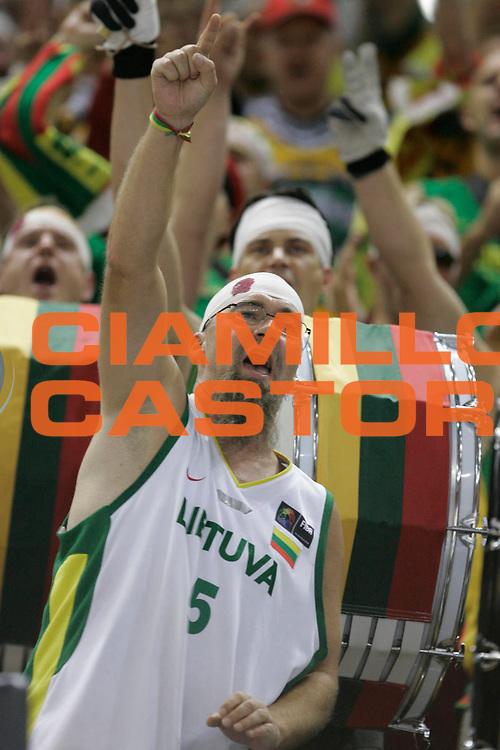 DESCRIZIONE : Madrid Spagna Spain Eurobasket Men 2007 Qualifying Round Slovenia Lituania Slovenia Lithuania <br /> GIOCATORE : Tifosi Supporters <br /> SQUADRA : Lituania Lithuania <br /> EVENTO : Eurobasket Men 2007 Campionati Europei Uomini 2007 <br /> GARA : Slovenia Lituania Slovenia Lithuania <br /> DATA : 12/09/2007 <br /> CATEGORIA : <br /> SPORT : Pallacanestro <br /> AUTORE : Ciamillo&amp;Castoria/M.Kulbis <br /> Galleria : Eurobasket Men 2007 <br /> Fotonotizia : Madrid Spagna Spain Eurobasket Men 2007 Qualifying Round Slovenia Lituania Slovenia Lithuania <br /> Predefinita :