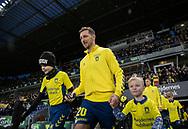 Kamil Wilczek (Brøndby IF) leder spillerne på banen til kampen i 3F Superligaen mellem Brøndby IF og Hobro IK den 15. december 2019 på Brøndby Stadion (Foto: Claus Birch).