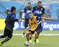 Daniele De Rossi of Italy during training at Arena das Dunas, Natal<br /> Picture by Stefano Gnech/Focus Images Ltd +39 333 1641678<br /> 23/06/2014