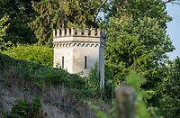 Margraten  - Rijk van Margraten. Veertien KRUISWEGSTATIES rond 1892 gebouwd in het kruiswegpark tegen de helling van de Keerderberg. met daarnaast de golfbaan.  COPYRIGHT KOEN SUYK