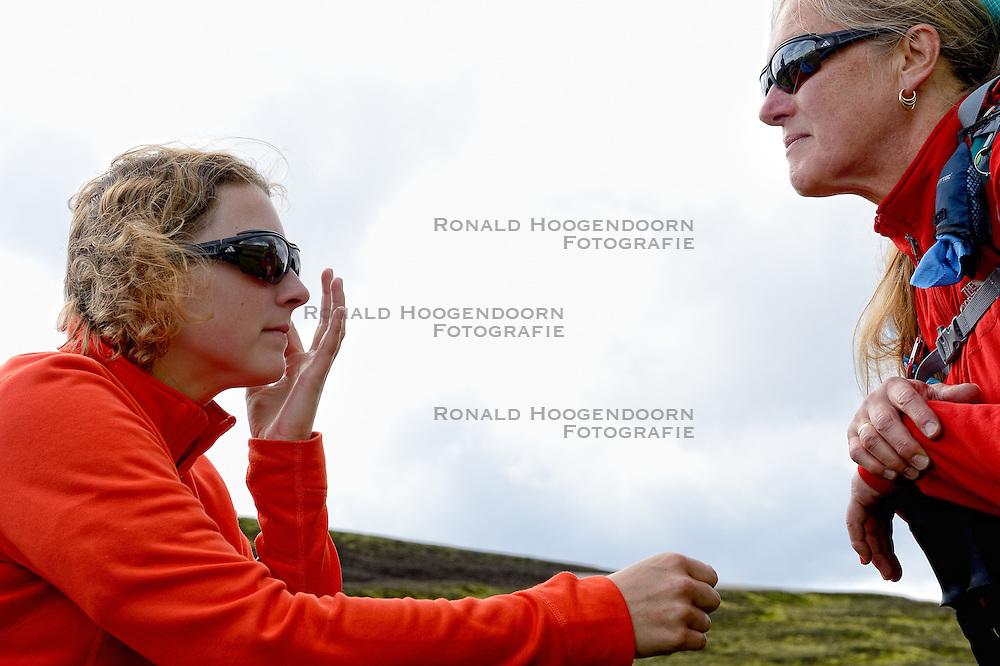 09-07-2014 ISL: Iceland Diabetes Challenge Dag 5, Emstrur<br /> Van Alftavatn naar Emstrur / Debbie de Poorter, Annet de Leeuw-den Boer