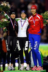 28-12-2010 SCHAATSEN: KPN NK ALLROUND EN SPRINT: HEERENVEEN<br /> Laurine vab Riessen, Ireen Wust en Margot Boer<br /> ©2010-WWW.FOTOHOOGENDOORN.NL