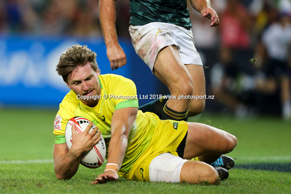 Lewis Holland scores during the HSBC Sydney Rugby Sevens Final at Allianz Stadium between Australia and South Africa, Sydney,  Sunday 28th January 2018. Copyright Photo: David Neilson / www.photosport.nz