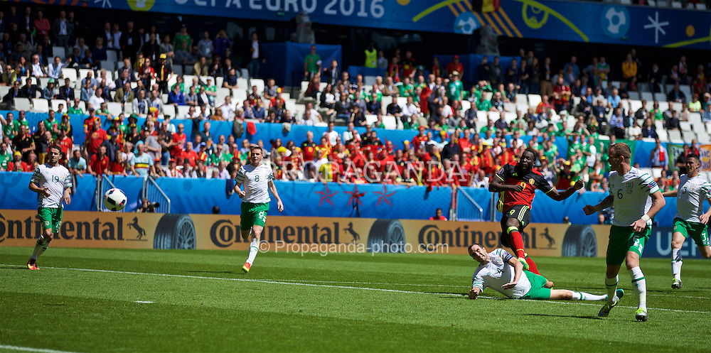 BORDEAUX, FRANCE - Saturday, June 18, 2016: Romelu Lukaku of Belgium scores his sides first goal to make the score 1-0 during the UEFA Euro 2016 Championship Group E match against the Republic of Ireland at Stade de Bordeaux. (Pic by Paul Greenwood/Propaganda)