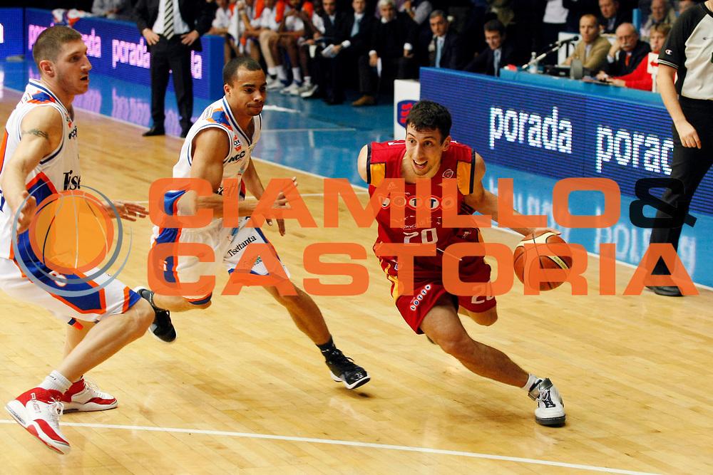 DESCRIZIONE : Cantu Lega A1 2007-08 Tisettanta Cantu Lottomatica Virtus Roma<br /> GIOCATORE : Roko Ukic<br /> SQUADRA : Lottomatica Virtus Roma<br /> EVENTO : Campionato Lega A1 2007-2008<br /> GARA : Tisettanta Cantu Lottomatica Virtus Roma<br /> DATA : 25/11/2007<br /> CATEGORIA : Palleggio<br /> SPORT : Pallacanestro<br /> AUTORE : Agenzia Ciamillo-Castoria/G.Cottini
