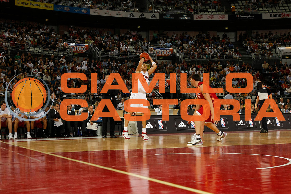 DESCRIZIONE : Roma Nba Europe Live Tour 2007 Lottomatica Virtus Roma Toronto Raptors<br /> GIOCATORE : Anthony Parker<br /> SQUADRA : Toronto Raptors<br /> EVENTO : Nba Europe LIve Tour 2007<br /> GARA : Lottomatica Virtus Roma Toronto Raptors<br /> DATA : 07/10/2007<br /> CATEGORIA : Tiro<br /> SPORT : Pallacanestro<br /> AUTORE : Agenzia Ciamillo-Castoria/G.Cottini